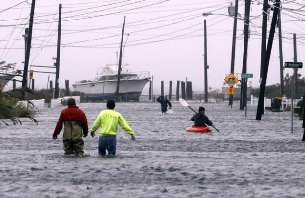 Street flooded by Hurricane Sandy, Lindenhurst, Long Island (Photo by Jason DeCrow, CC BY SA, Wikimedia Commons)